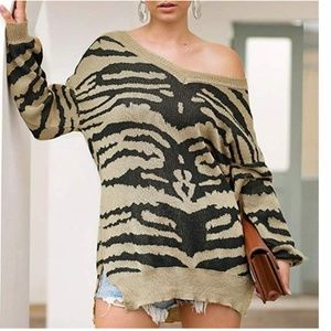CHERYLYNN Oversized V-Neck Leopard Print Sweater